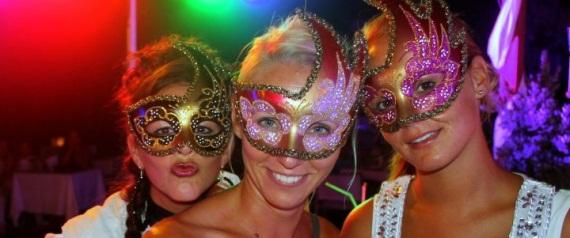Von Maskenball bis Oktoberfest – Feiern bei ROBINSON ist anders