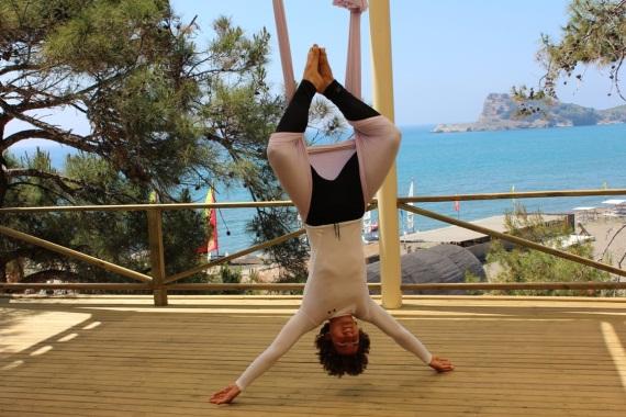 Abhängen bei ROBINSON: Mit AntiGravity Yoga®