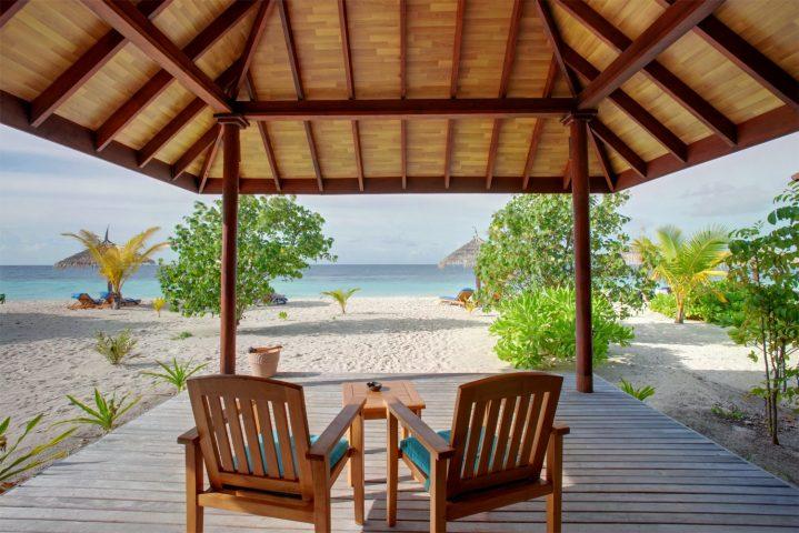 Terrasse am Strand auf den Malediven