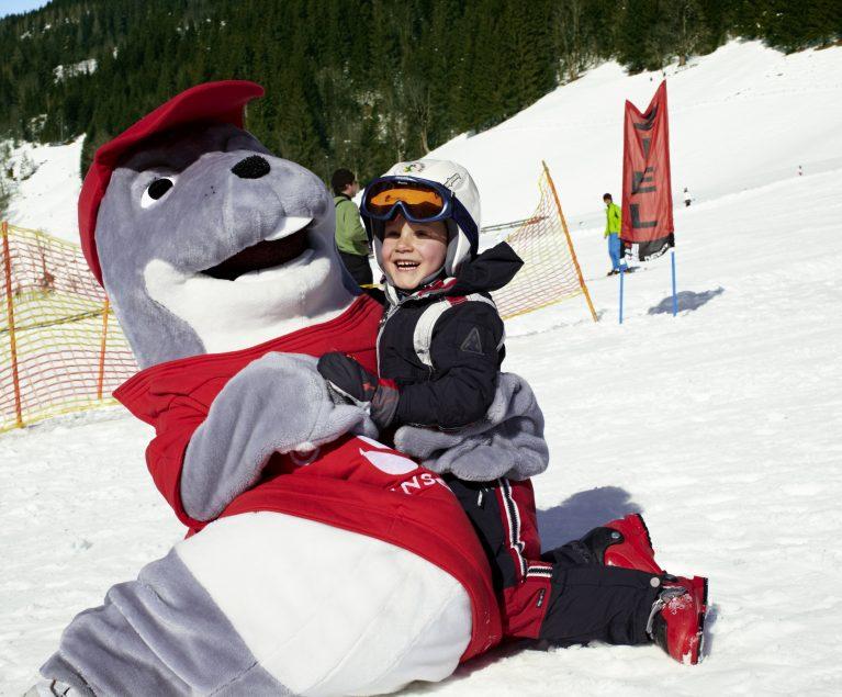 Bei ROBINSON lernen die Kinder Skifahren