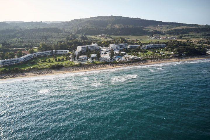 Blick von oben auf den ROBINSON Club Kyllini Beach direkt am Strand, Griechenland
