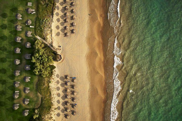 Blick von oben auf den Strand des ROBINSON Club Kyllini Beach, Griechenland