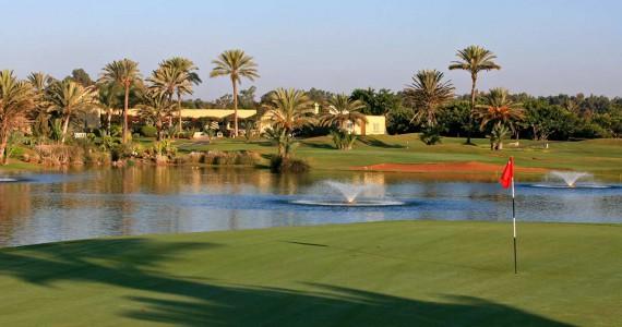Golfplatz mit See