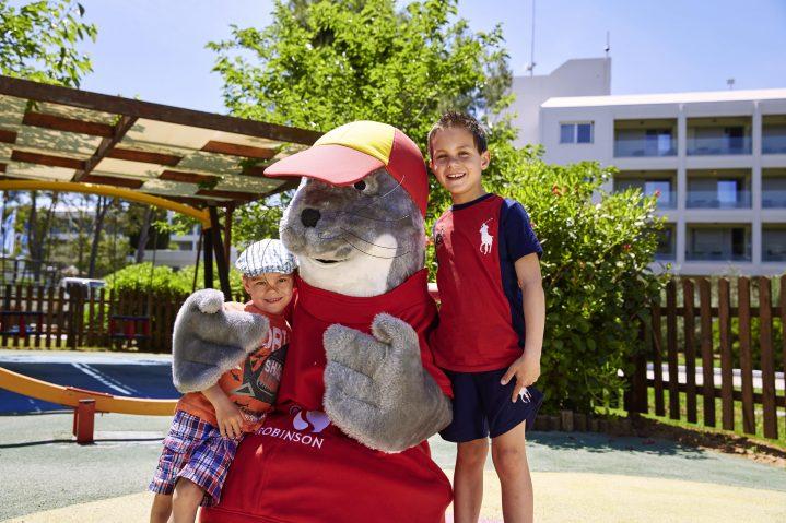 ROBY Maskottchen mit Kindern