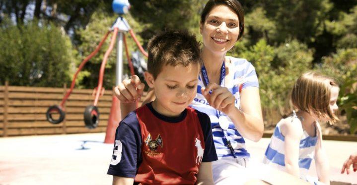 Kinderbetreuung im Urlaub: ROBIN Mouna erzählt