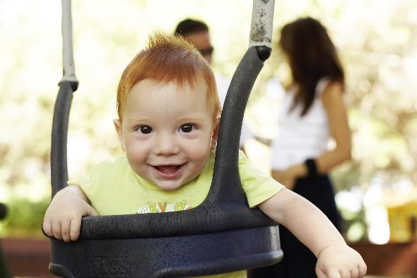 Es benötigt eine gute Vorbereitung, wenn du sicher mit deinem Baby in den Urlaub fliegen möchtest.