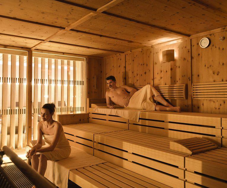 Entspanne dich bei einem Saunaaufguss und lass den Alltag hinter dir.