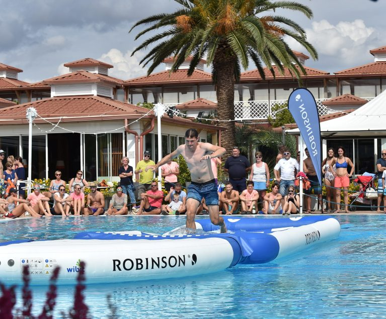 Sportlicher Wettkampf im Pool - und immer schön das Gleichgewicht behalten. Foto: picture alliance für Sporthilfe