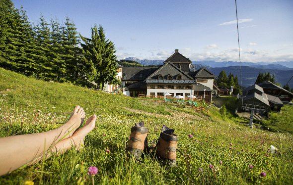 Nimm dir eine Auszeit vom Alltag und genieße die tolle Landschaft beim Wandern.
