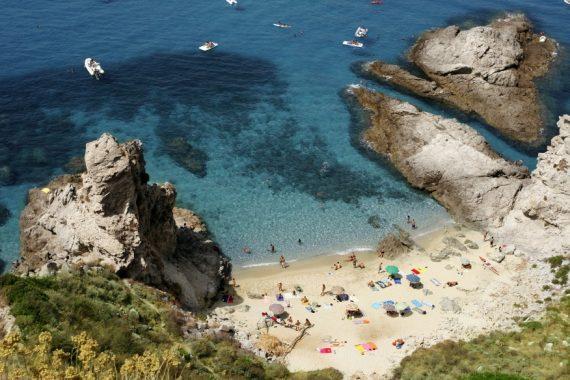 Strand von oben in Kalabrien