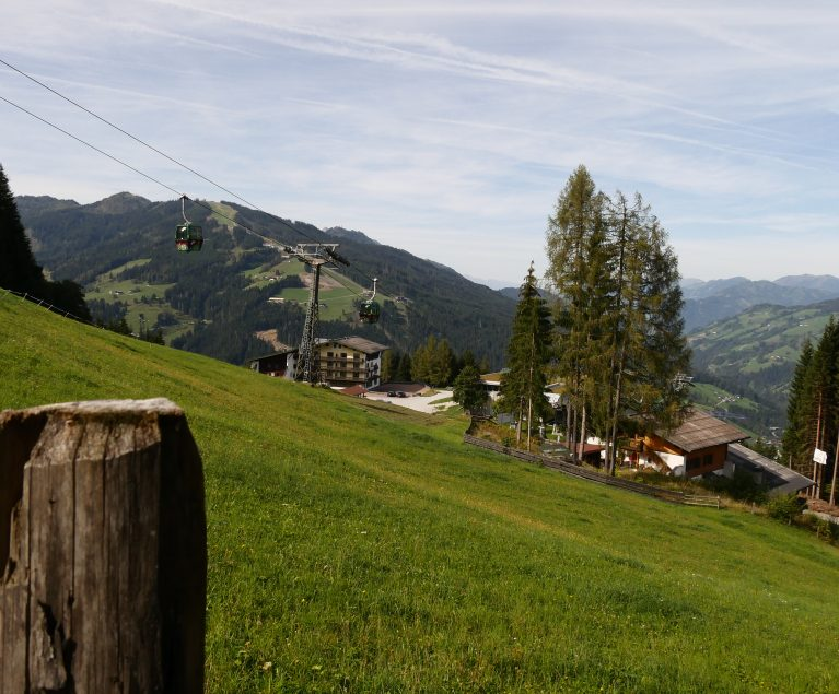 Schöne Aussichten auf der leichten Wanderung zur Edelweißalm Österreich