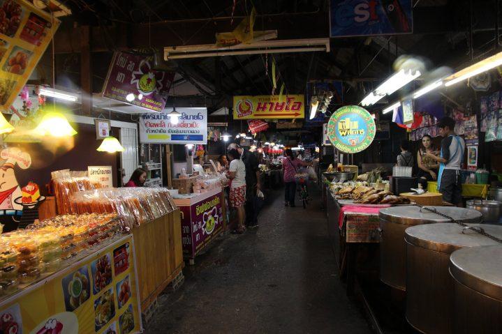 Markt in Bangkok bei Nacht