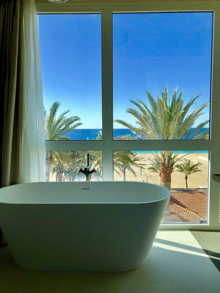 Badezimmer mit Meerblick im ROBINSON CLUB Jandia Playa, Fuerteventura