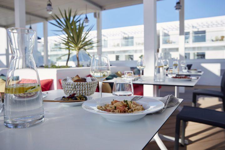 Restaurant mit Außenterrasse im ROBINSON CLUB Jandia Playa, Fuerteventura
