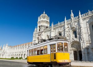 Tram 28 in Portugals Hauptstadt Lissabon