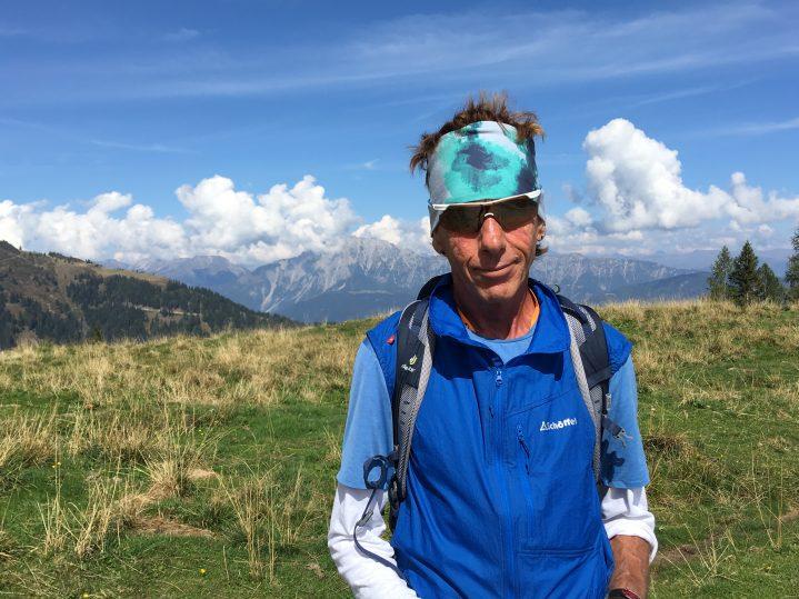 Wanderführer in den Bergen
