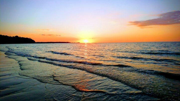 Sonnenuntergang über dem Meer von Thailand