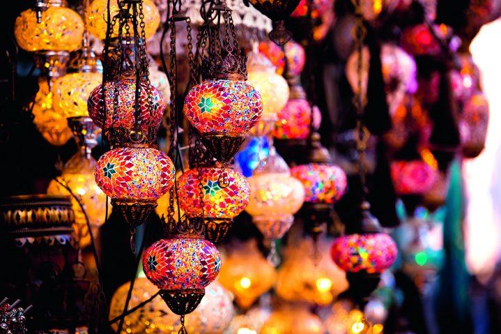 Bunte Lampen auf türkischem Basar
