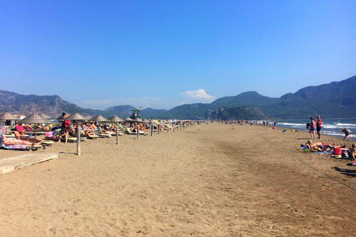 Weitläufig: der Iztuzu Strand bei Dalyan in der Türkei