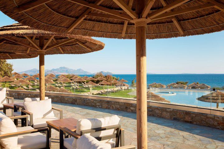 Blick auf den Strandpool und das Meer vom ROBINSON Club Daidalos auf Kos, Griechenland