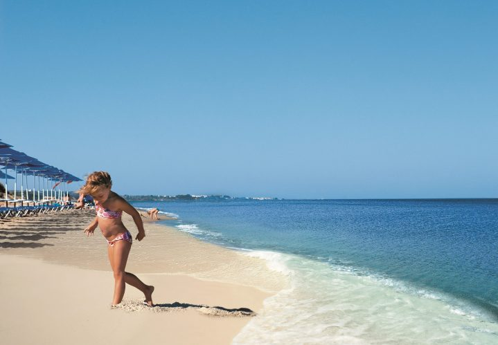 Kind am Strand auf Kos