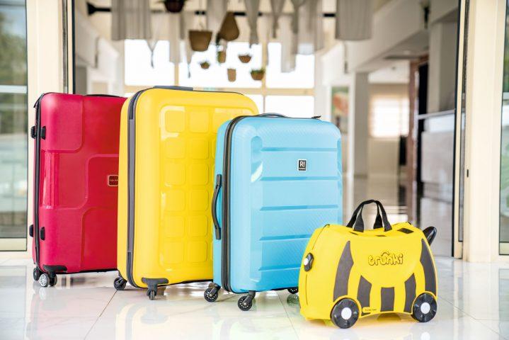 4 Koffer am Hoteleingang