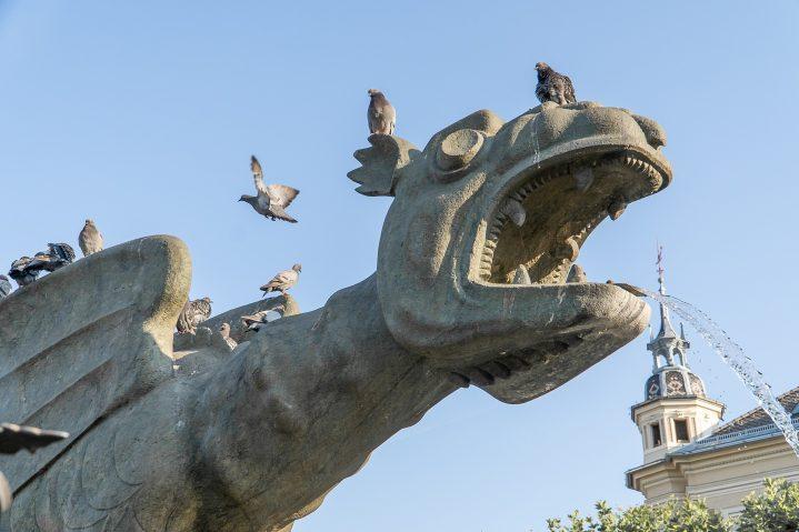 Statue des Lindwurmbrunnen in Klagenfurt, Österreich