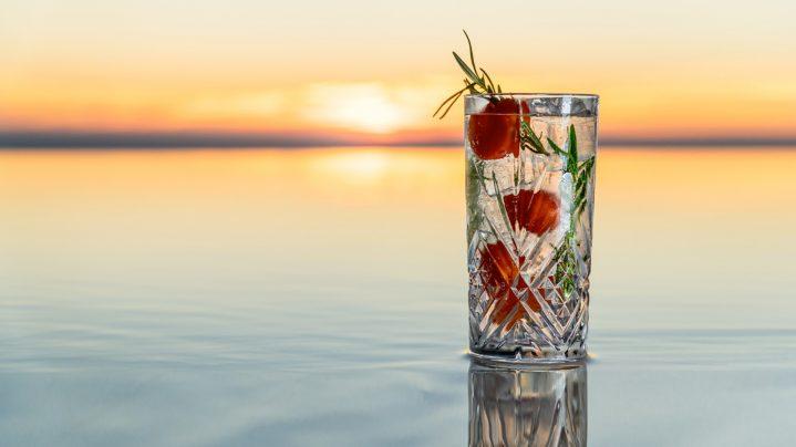 Cocktail Sundown at Morroskai vor einem Sonnenuntergang