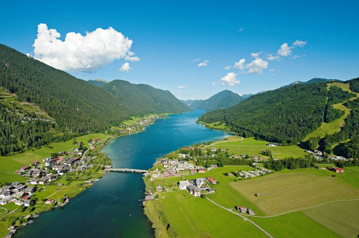 Blick auf den Weissensee in Kärnten, Österreich