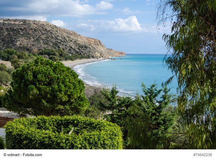 Erkunde die Bucht von Pissouri