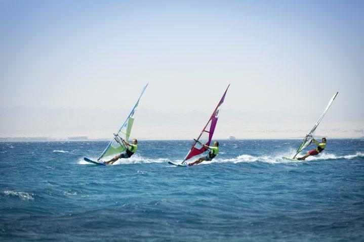 Sei sportlich und lerne Windsurfen auf Zypern kennen