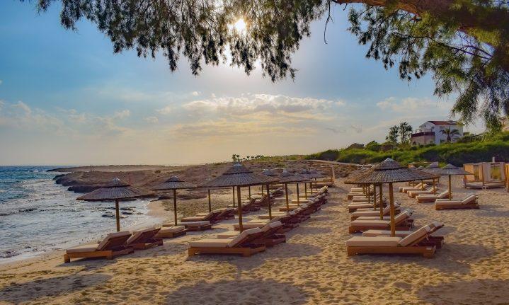 Schön sandig: der Ayia Napa Strand auf Zypern