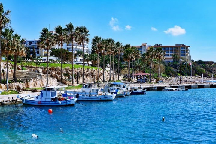 Fischerboote an der Promenade bei Paphos auf Zypern