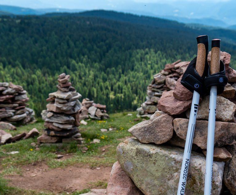 Nordic Walking in den Bergen Österreichs: ROBINSON Ernährungsexpertin Dr. Renate Sacker gibt Tipps.