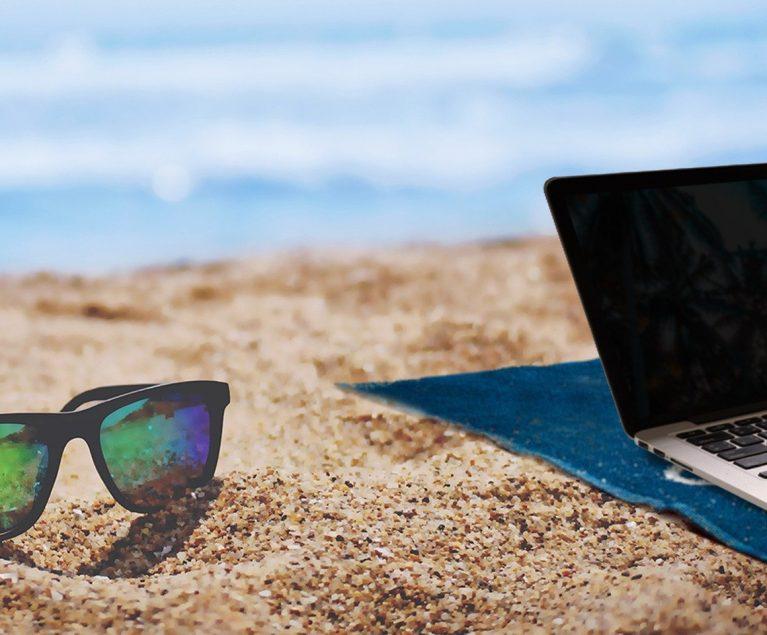 Arbeiten im Urlaub: Während deiner Workation kannst du theoretisch von überall aus arbeiten