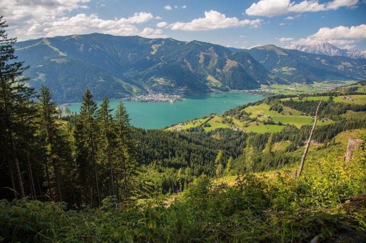 Wunderschöner Ausblick auf das Tal und das Gebirge