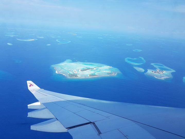 Flugzeug über den Malediven